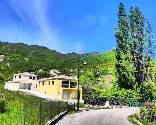 Villa moderne et confortable au coeur du village - La Robine-sur-Galabre - Haus
