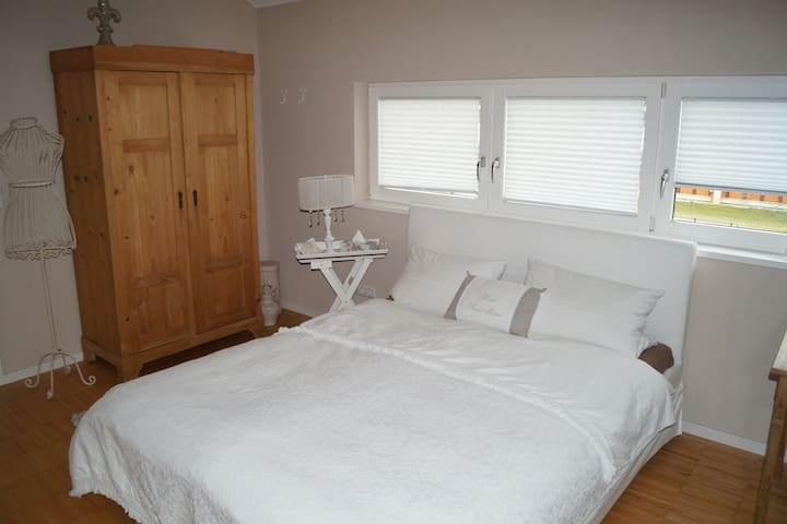 Beautiful room in very modern house - Bitburg - 一軒家