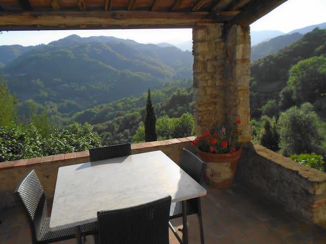 Spacious property in superb setting - Borgo a Mozzano
