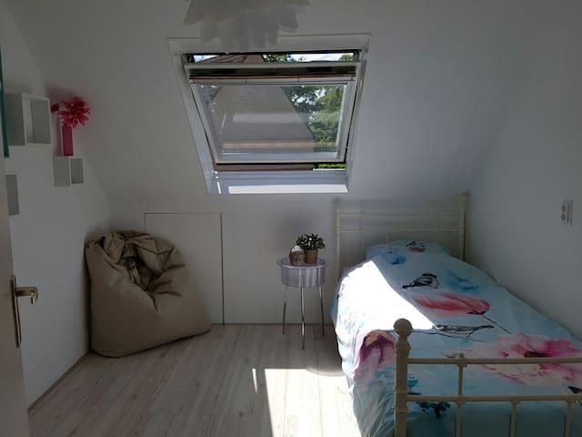Stylish, cosy and light room - Пюрмеренд - Дом
