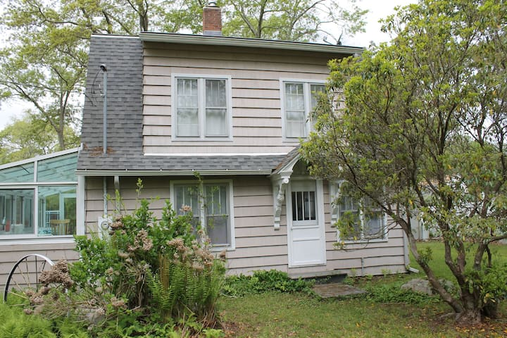 Charming beach house 2 blocks from beach - East Lyme - Hus