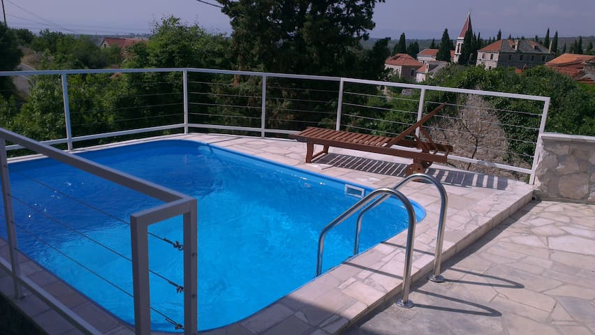 Villa Bobovišće with private pool - Bobovišća - Huis