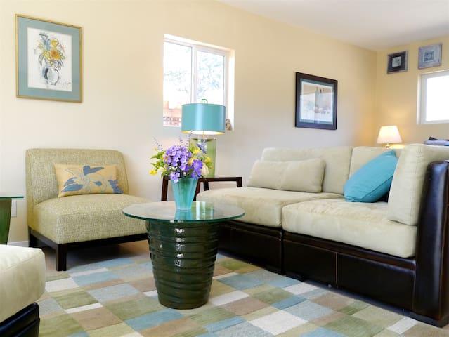 Happy Hound Vineyard Cottage, romantic & peaceful! - Kenwood