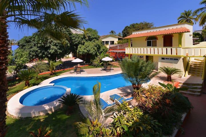 Private Basic Balcony - Casa Losodeli - Puerto Escondido - Huis