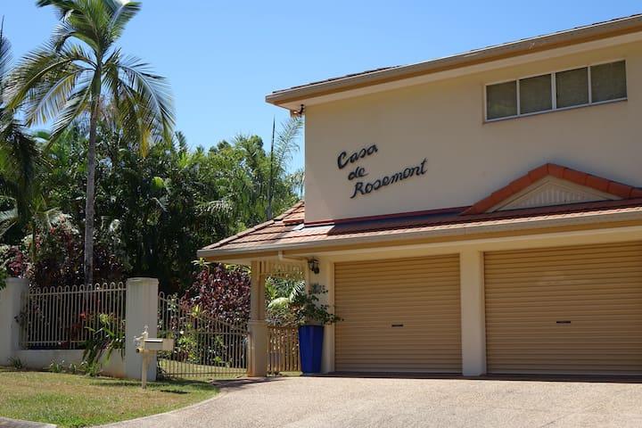 Casa de Rosemont, home away from home, Mooroobool. - Mooroobool - Casa