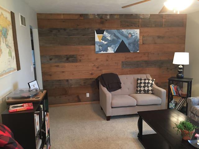 Comfortable and Cozy Home near Nebraska Wesleyan - Lincoln - Casa