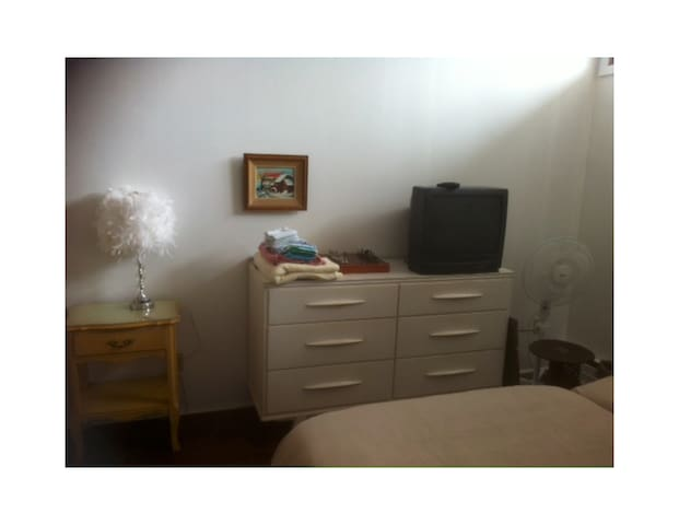 Big room, 2 single beds with shared bathroom - Cowansville