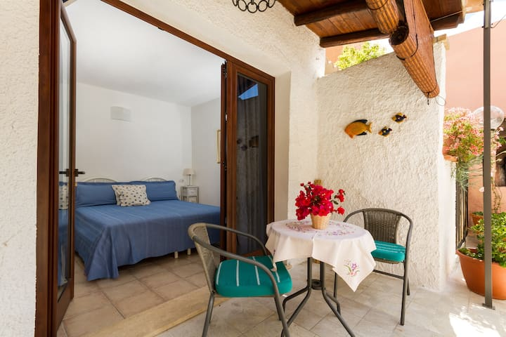 Lovely small apartment with garden - Villasimius