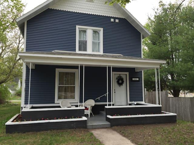 Beautiful Home -Near Lake Michigan - Honor - Hus