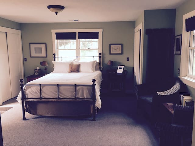 Country Charm with Private Entrance - Canby - Bed & Breakfast