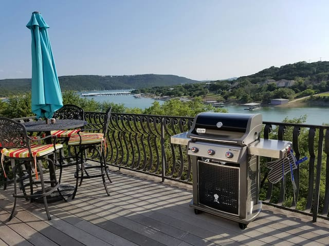Beautiful Lake Travis waterfront home with dock. - Leander