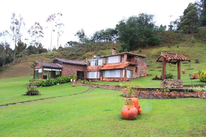 Luxurious Farm/House. Guatavita, CO - Guatavita