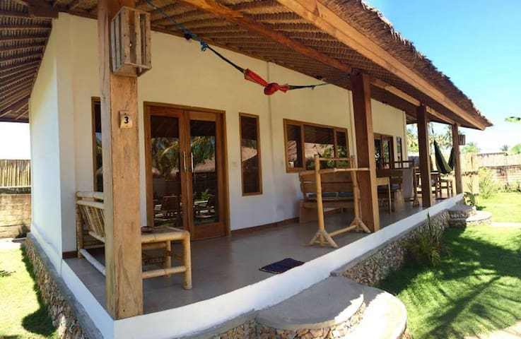 Bombora Bungalows  - 2 bed bungalow - Lombok, Indonesia - Oda + Kahvaltı