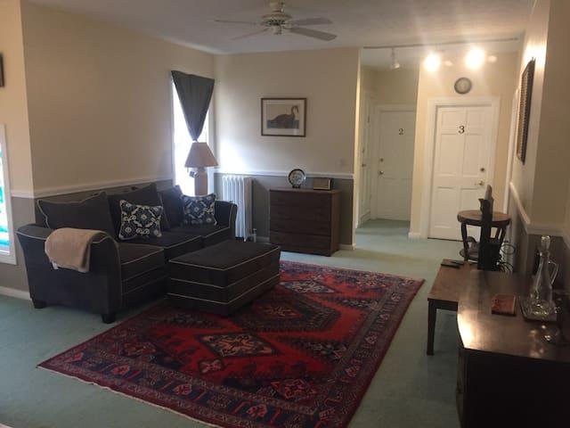 Spacious Duplex Apartment - South Portland - Departamento