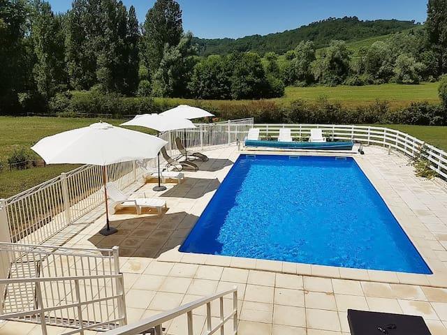 Comfortable villa w/ swimming pool - Prayssac - 別荘