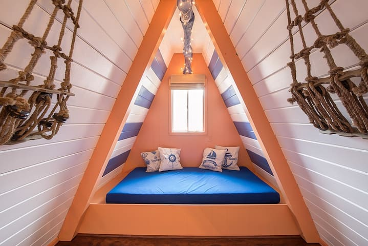 Pirate 2-story Villa Near Beach - Ocean Shores - Huis