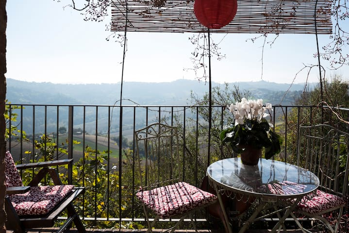 Cosy studio with panoramic views - Moregnano - Appartement