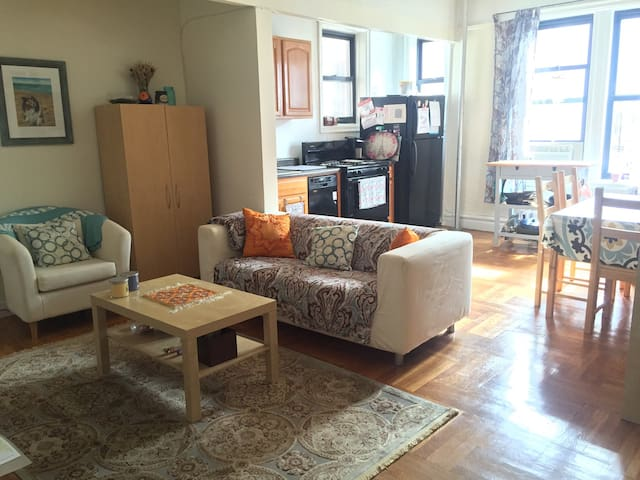 Bright 1 Bedroom Apt Near Attractions and Transit - Bronx - Appartement