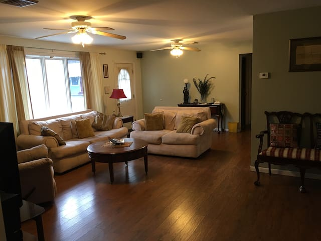 Quite & Comfy Space close to Lake George - Warrensburg - Дом