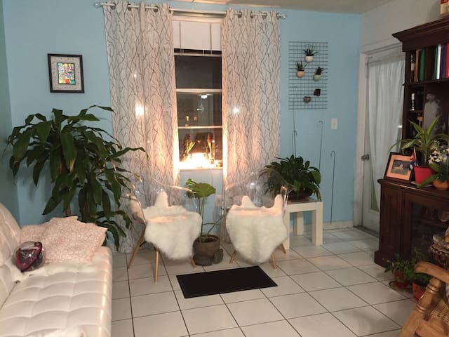 Do you want 2 beds or 1 ? - Hialeah - Daire
