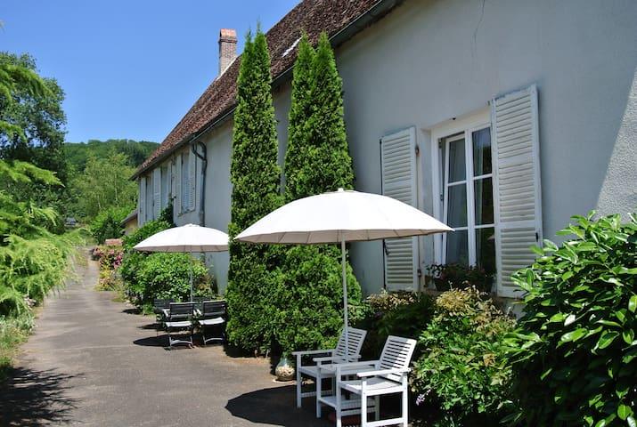 Une Belle Histoire: Gîte Le Lavoir - Cussy-en-Morvan - Wohnung