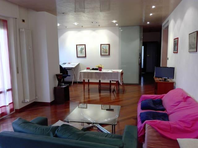Nice room for single or couples - Verona