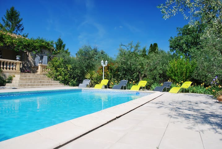 Cottage 6/7 people with pool 10' from Nîmes - Bezouce - Huis