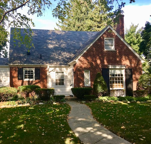 Beautiful Home One Block From Lake St. Clair!! - Grosse Pointe Woods - Huis