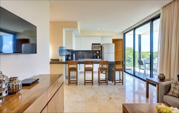 Anah Suites 2BD, rooftop pool, large balcony, gym - Playa del Carmen