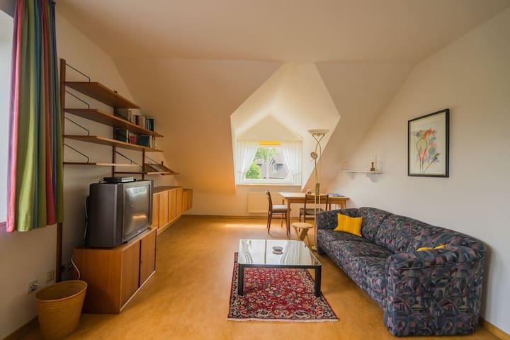 Ruhig im Grünen, mit HVV-Anbindung, großes Zimmer - Tostedt - Ev