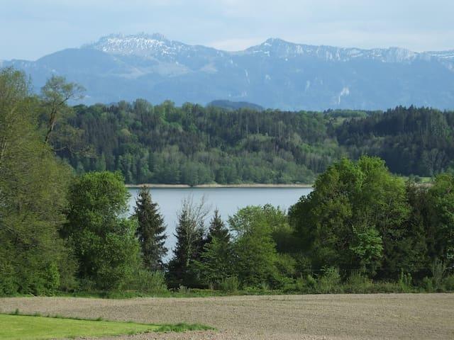 Ruhige FEWO mit Blick auf See und Alpen - Söchtenau - Departamento
