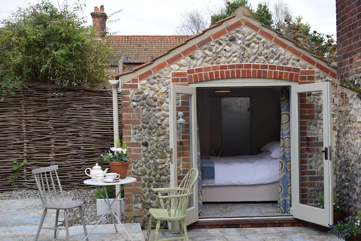 The Shed in my garden, very tiny, cosy and ensuite - Langham - Baraka