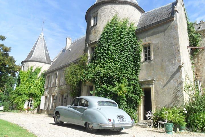 La chambre de la Tour - Lugon-et-l'Île-du-Carnay - Şato