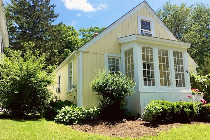 The Lemon Cottage in the Heart of Lenox - Lenox