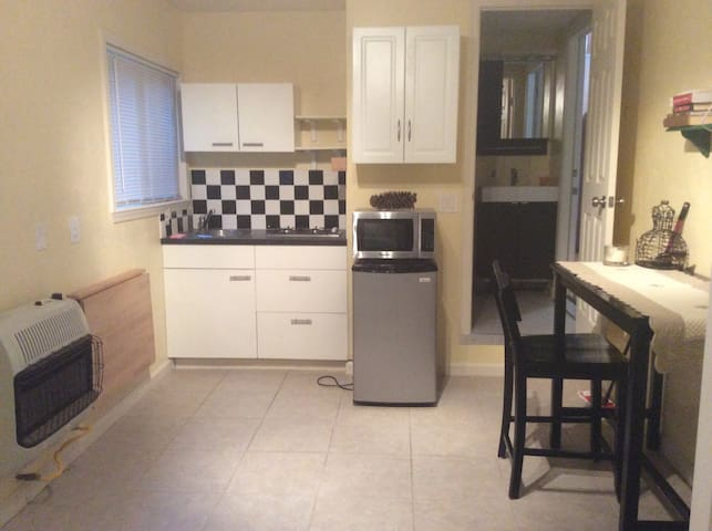 Private studio attached to house - Watsonville - Huis
