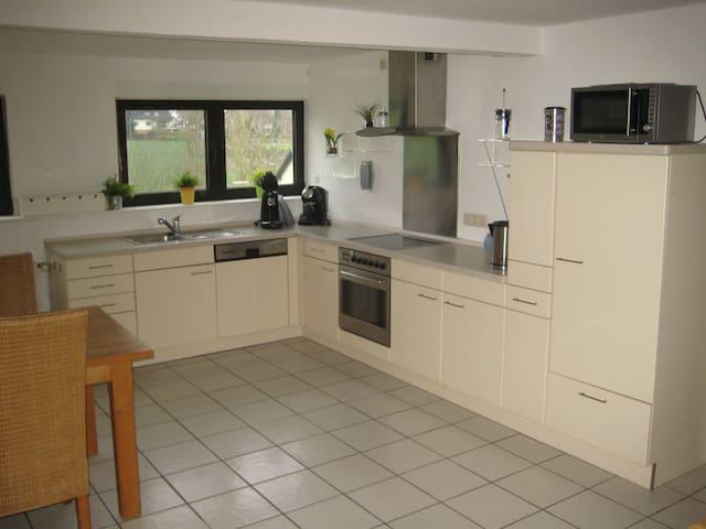 Ferienwohnung im Taunus mit Balkon - Bad Camberg - Apartamento