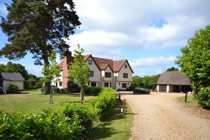 High Meadow, Church End, Albury, United Kingdom - Albury - Hus