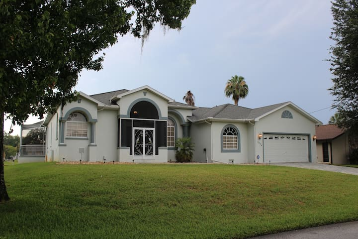 Waterfront home with pool, dock, and boat lift - Crystal River