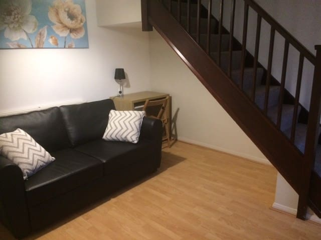 Cosy 2 bed house in Kettering - Burton Latimer - Haus