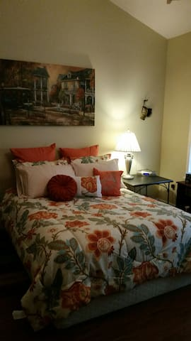 Lovely Room 5 miles from the Gulf. - Gulfport - Casa