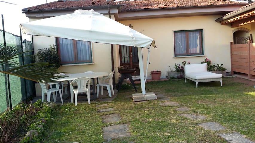 Versilia -Casa singolo in campagna a 3 km dal mare - Seravezza