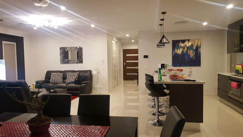 LUXURIOUS COZY PRIVATE ROOM - North Lakes  - Hus