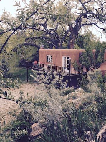 Charming Mews Cottage in lush Nambe - Santa Fe - Haus