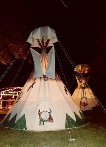 Old Owl's Tipi Fun lakefront - Floral City