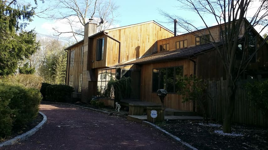 Huge Private House on South Shore of Long Island - West Islip