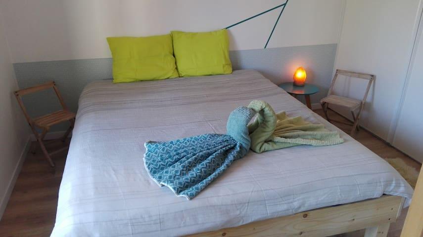 Chambre douillette et minimaliste en rez de jardin - Annecy-le-Vieux