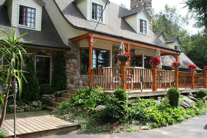 Le Gite du lac Chapleau Bed&Breakfast - La Minerve - Bed & Breakfast
