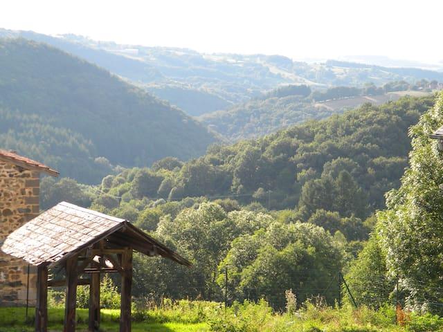 Maison dans une  ferme équestre - Ferrières-sur-Sichon - Ev