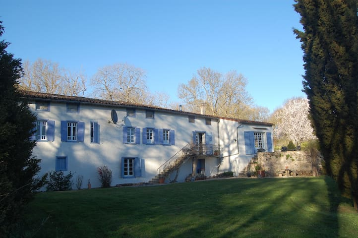 Lovely Old Watermill In a Fabulous Country Setting - Issel - Apartamento