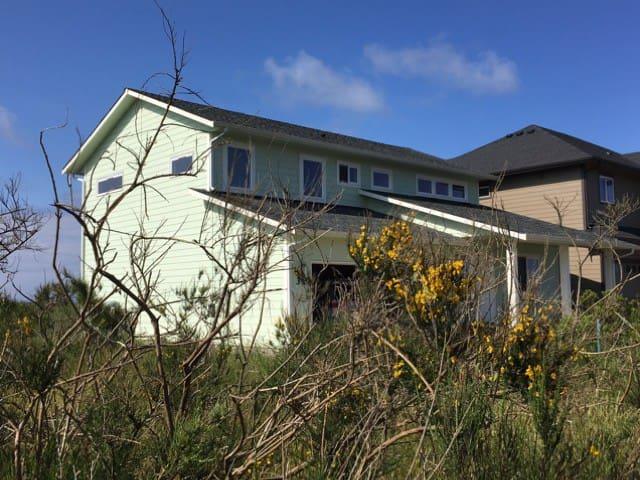 Beachside Getaway. - Ocean Shores - Huis